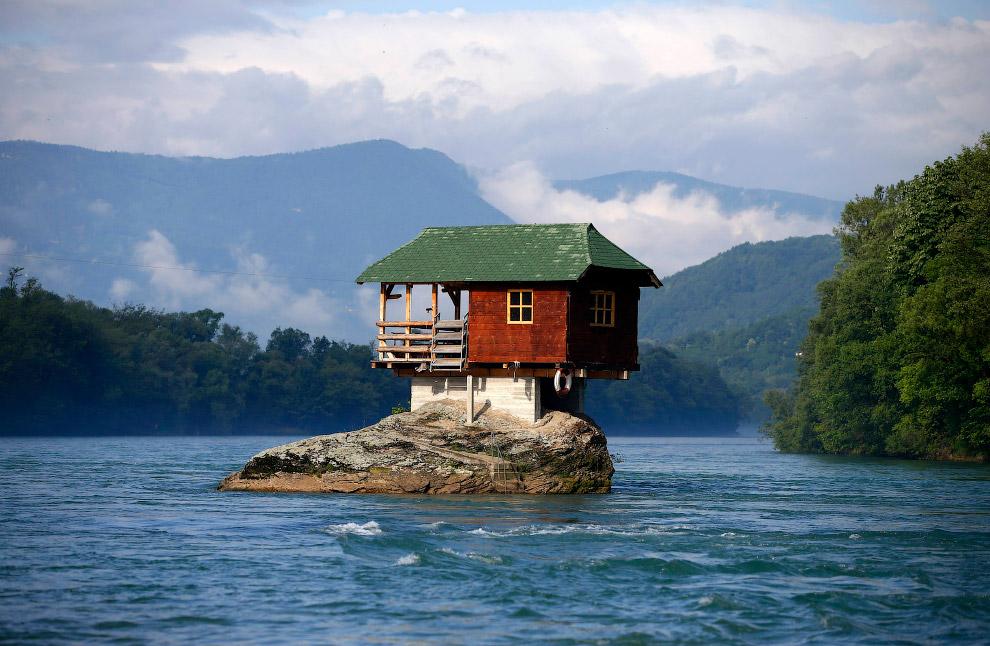 Дом на реке Дрина, Сербия