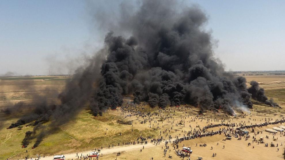 Палестинцы поджигают шины