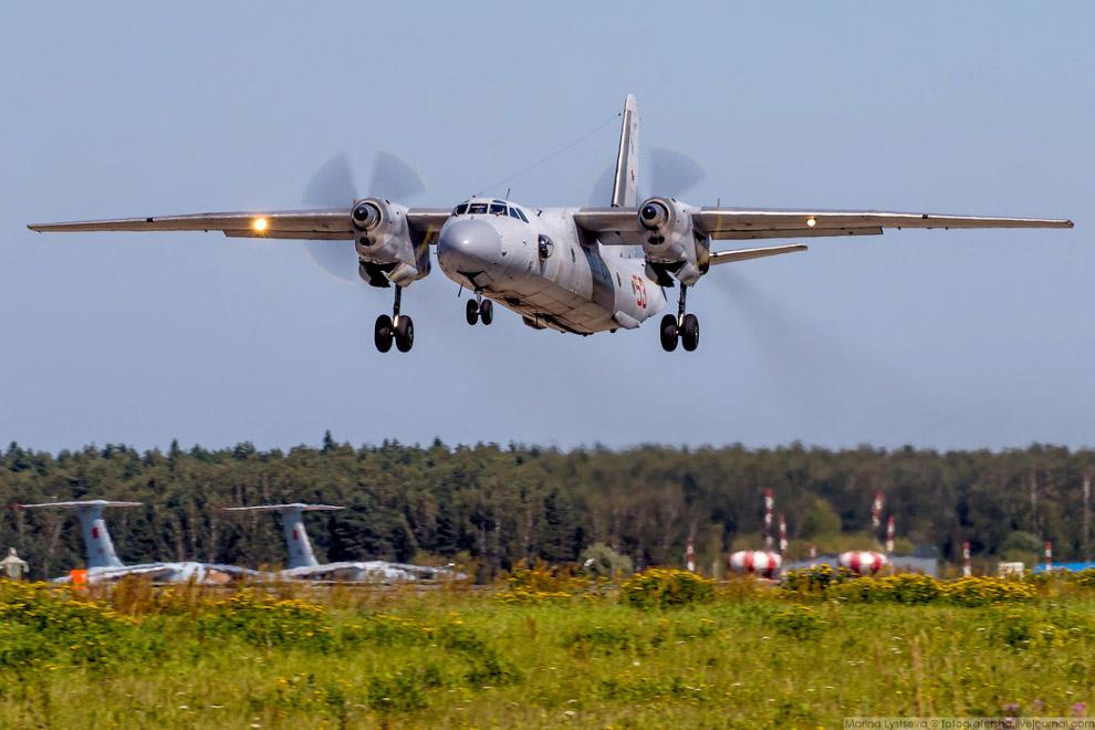 Советский военно-транспортный самолёт Ан-26