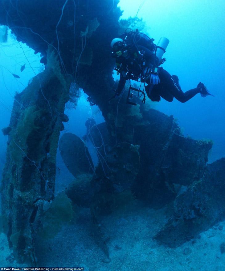 Останки затонувшего корабля на глубине 45 метров