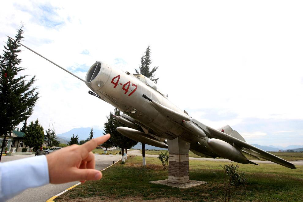 Кладбище советских самолетов в бывшем городе Сталин (Кучова)
