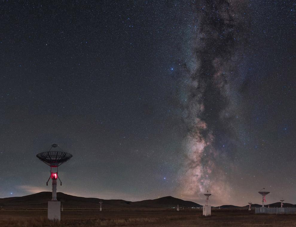 Пейзаж Внутренней Монголии с радио-обсерваторией