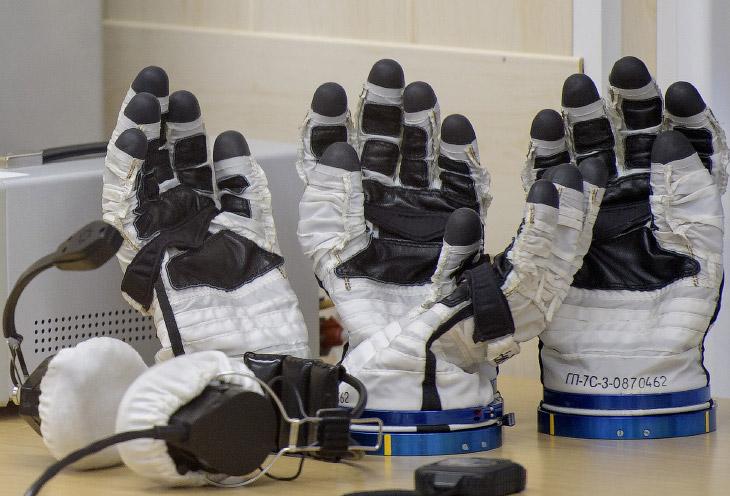 Перчатки космонавтов