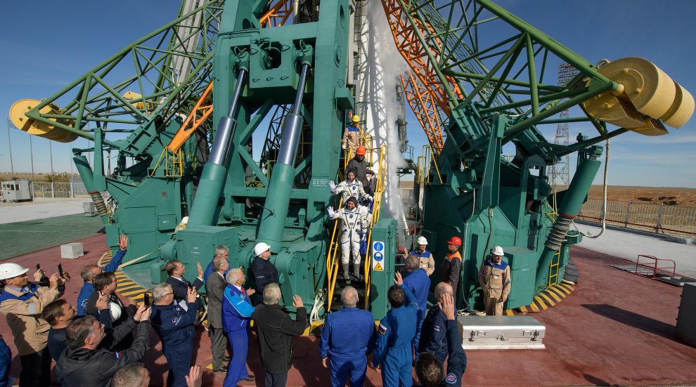 Перед посадкой в космический корабль, космодром Байконур, 11 октября 2018