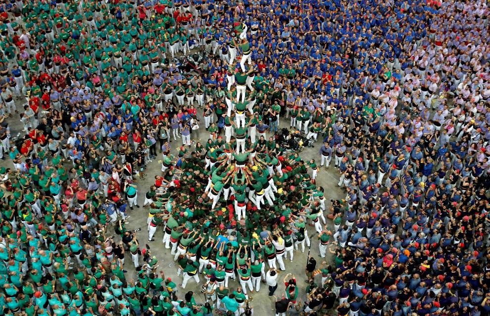 «Башни» из людей в Испании