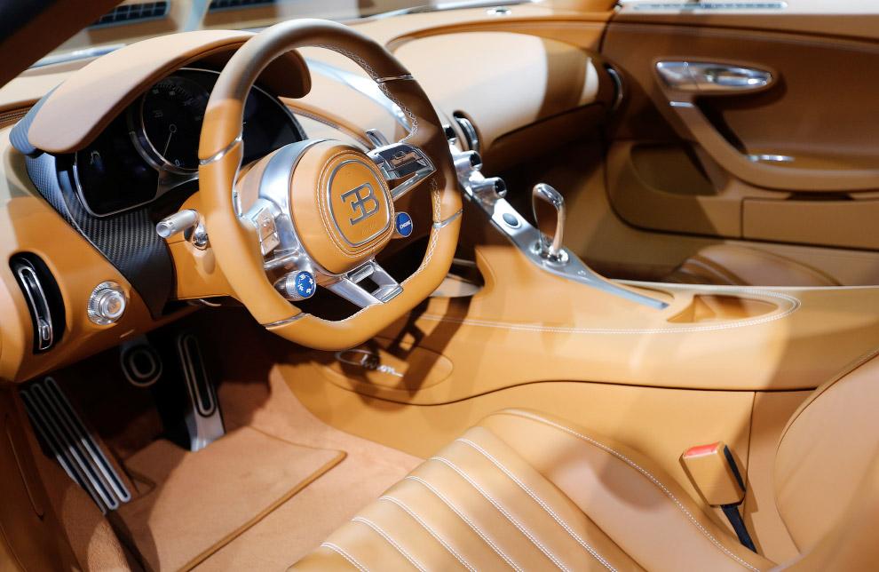 Интерьер гиперкара Bugatti Chiron