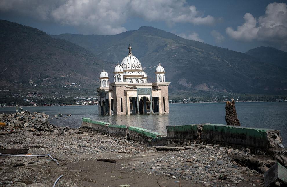 Перекошенная мечеть.
