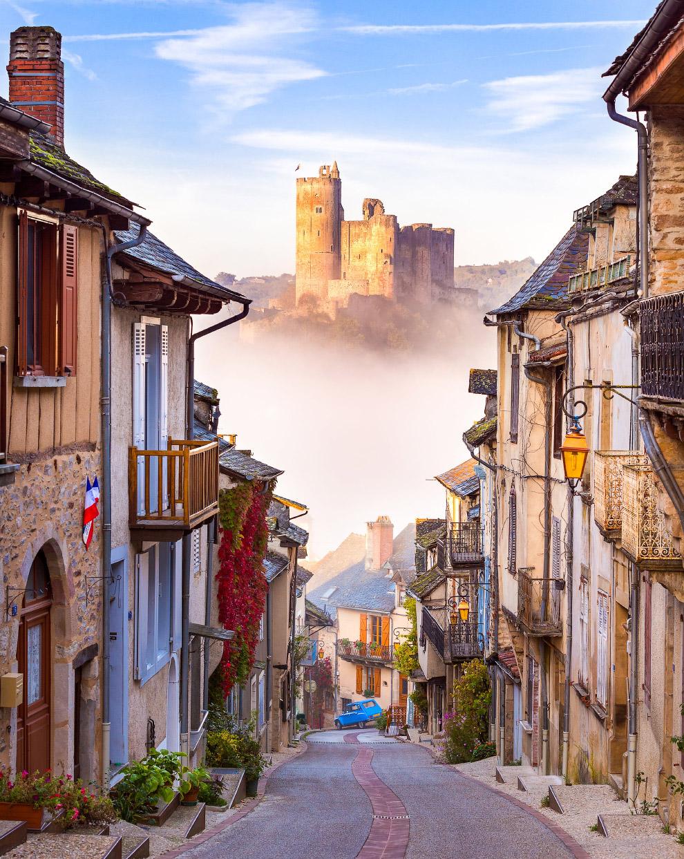 Улочки городка Нажак во Франции