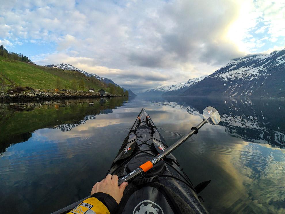Хардангерфьорд - третій по довжині в світі і другий в країні.