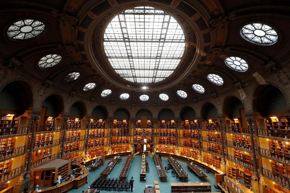 Библиотека в Париже
