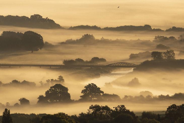 Осенний туман в Амберли, Англия