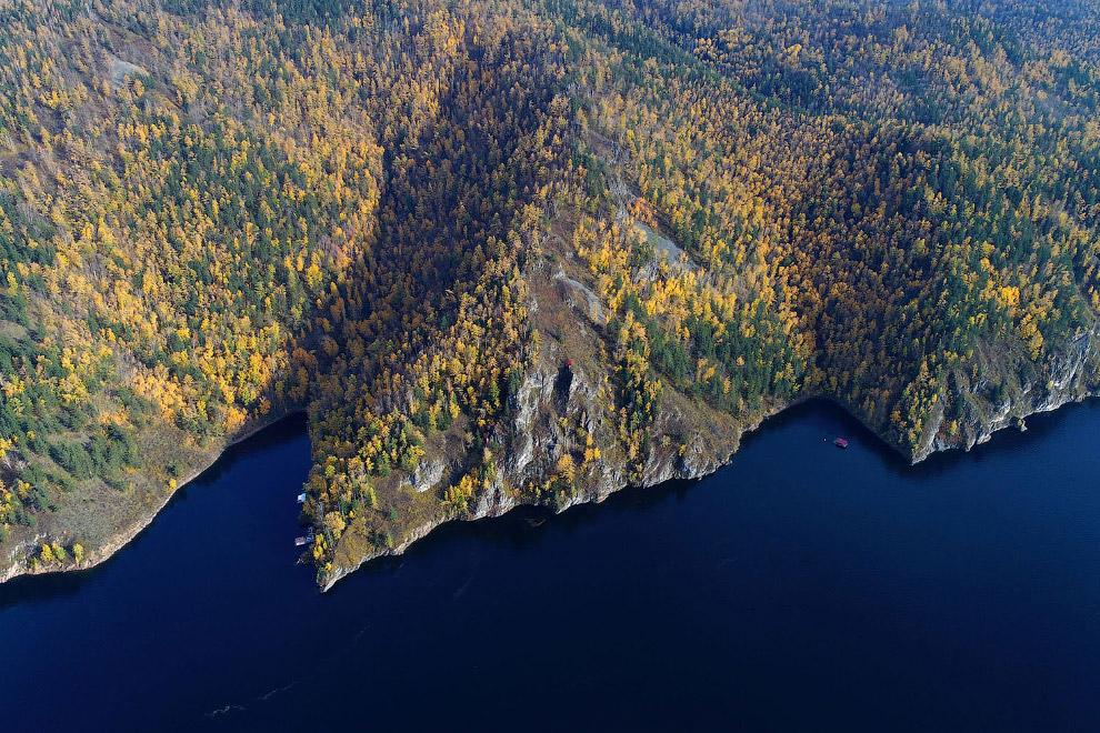 Осенние краски на берегах Енисея в Сибири