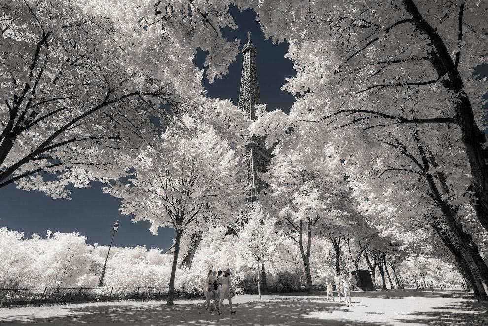 Инфракрасный Париж и Эйфелева башня