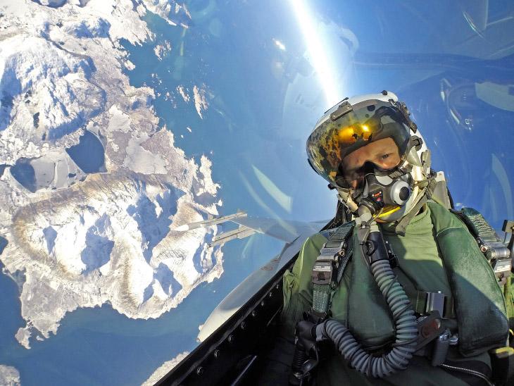 Норвежский пилот-истребителя F-16