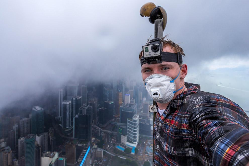 На крыше небоскреба Гонконга