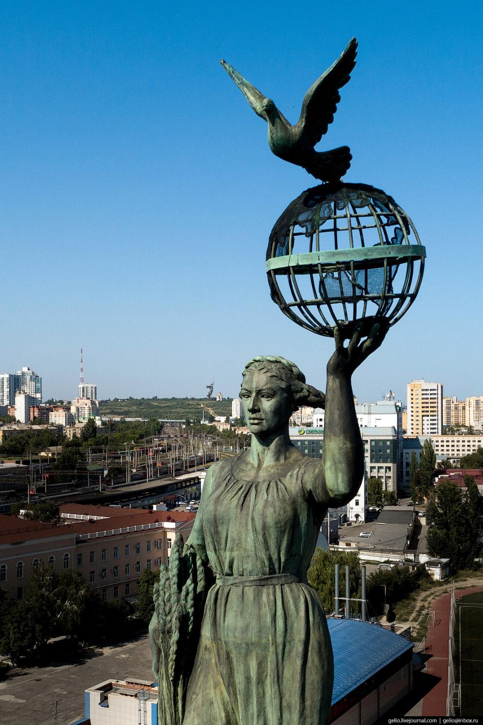 скульптурная группа «Мир»