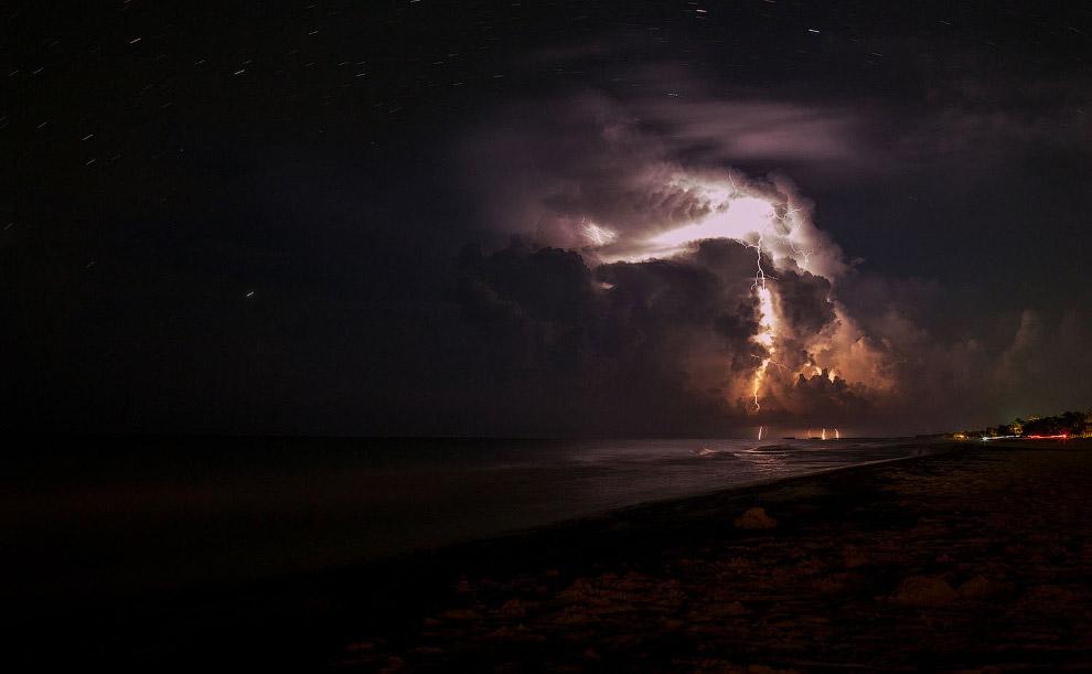 Ночная гроза над Тулумом