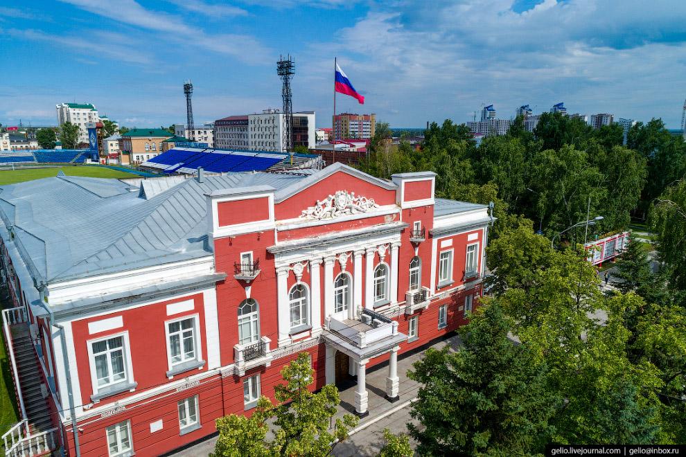 Здание администрации Барнаула и городской Думы