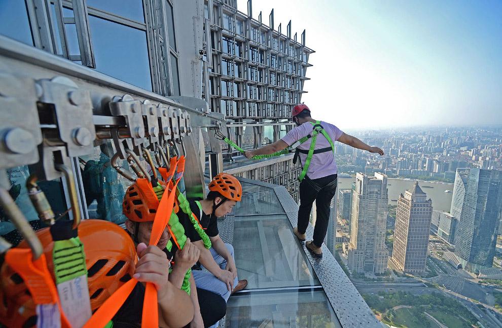 Прогулочно-смотровая  на 88-м этаже Башни Цзинь Мао в Шанхае