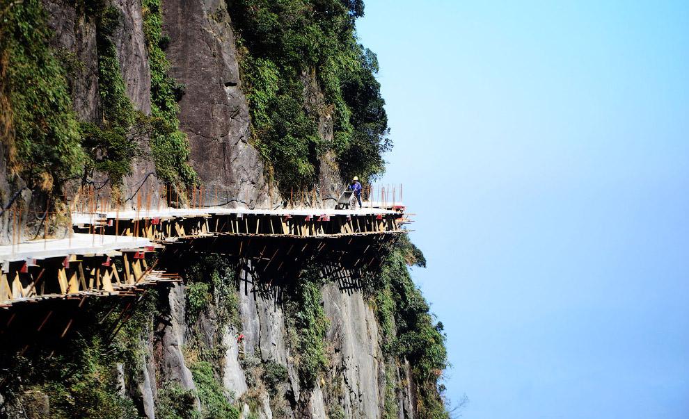 Ще одна стежка в Національному парку в окрузі Ічжан, провінція Хунань