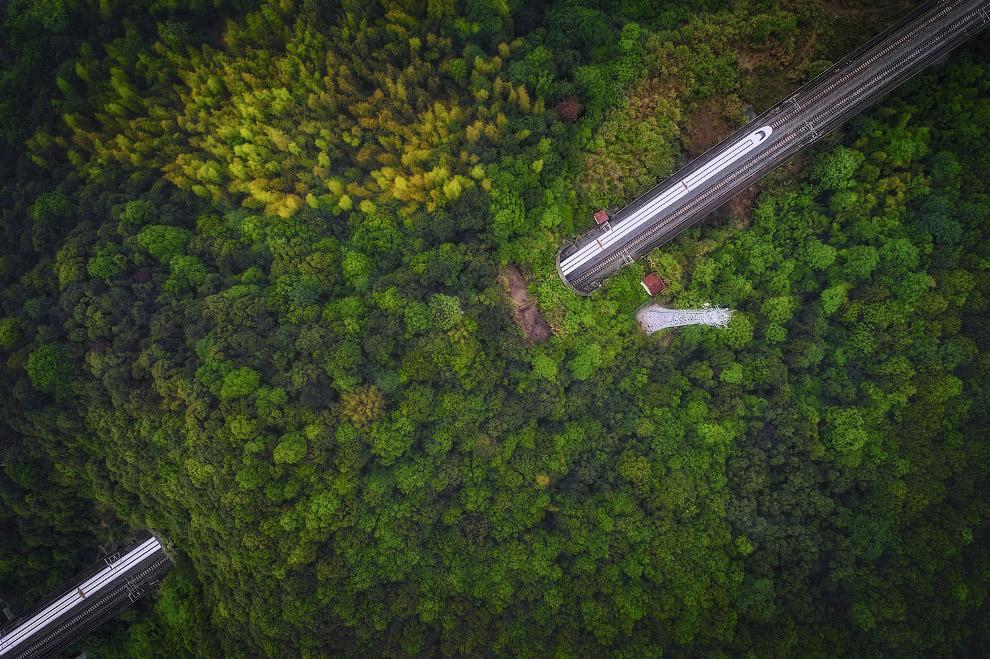 Красивый железнодорожный туннель в провинции Чжэцзян, Китай