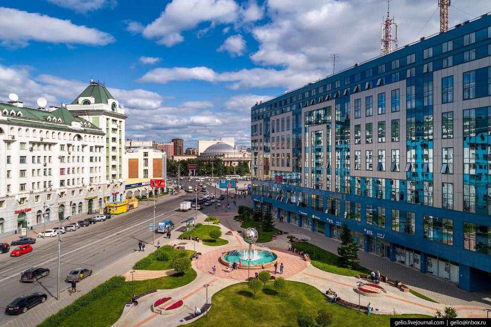 Сквер у площади Ленина, который в 2012 году благоустроила компания S7 Airlines.