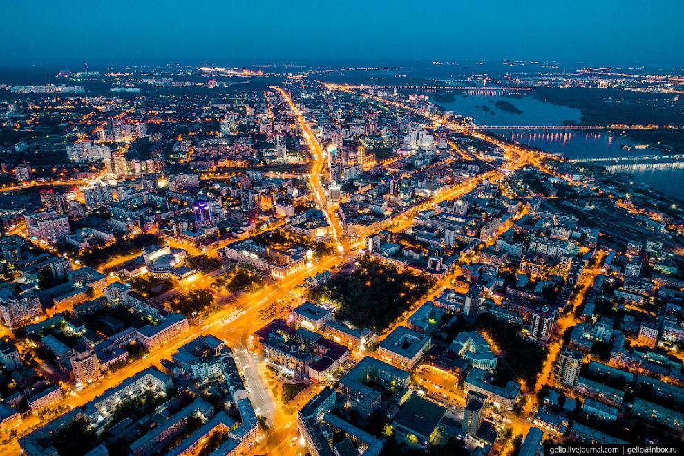 Красный проспект — главная улица города. Её протяжённость — почти 7 километров.