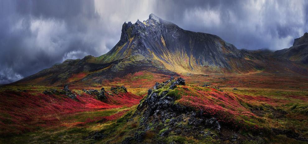 Красочная гора на полуострове Снефелснесс, западная Исландия