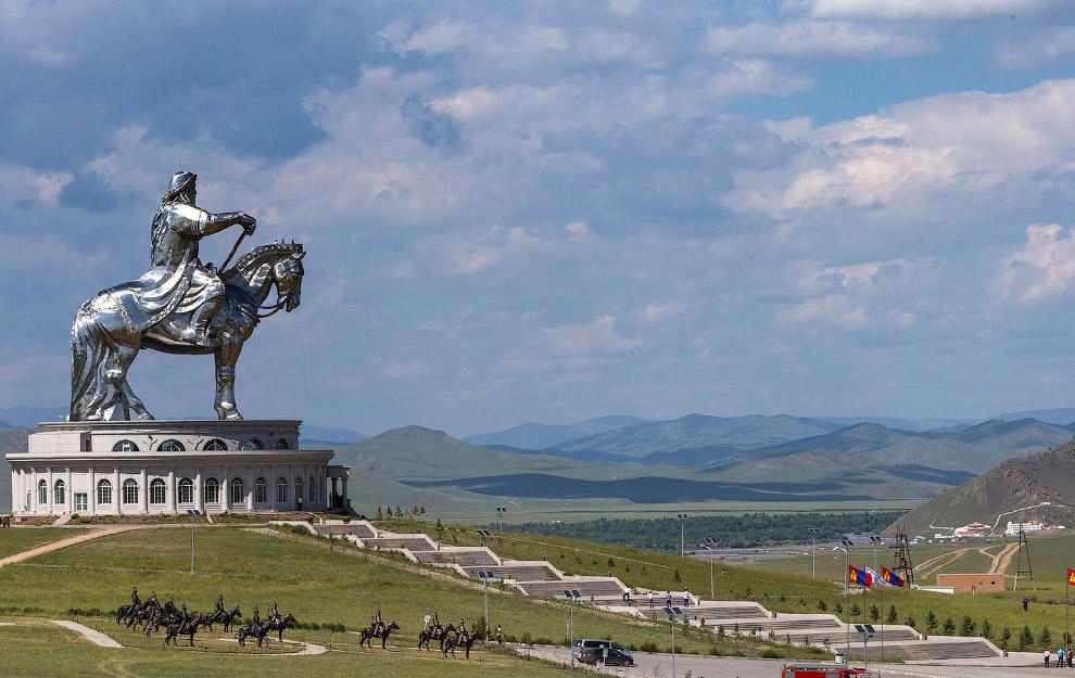Кінна статуя Чингісхана