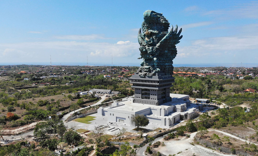 Статуя Гаруда Вишну Кенчана
