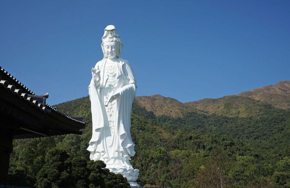 статую богині милосердя Гуань Інь