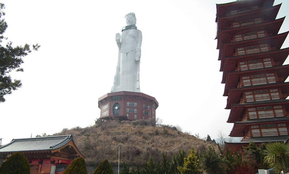 Статуя Heiwa Каннон