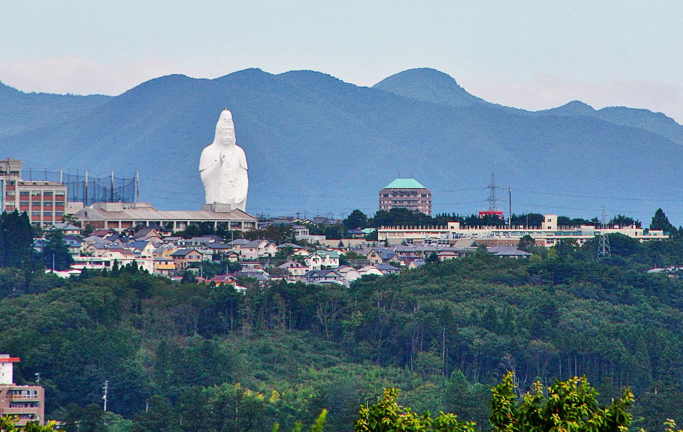 Статуя Сендай Дайканнон