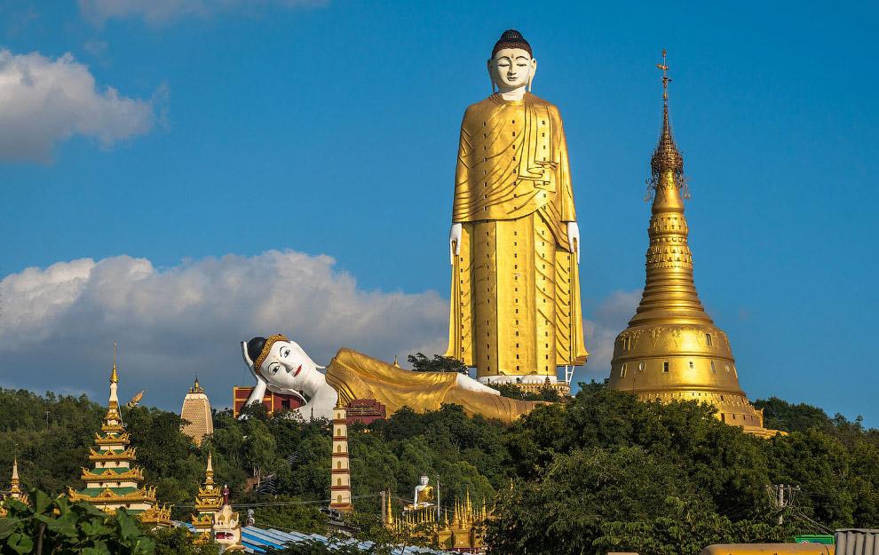 Статуя Будди в Хатакан Таунг, М'янма