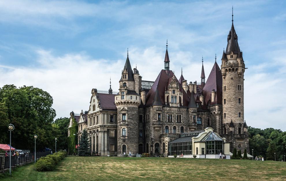 Мошненскій замок, Польща