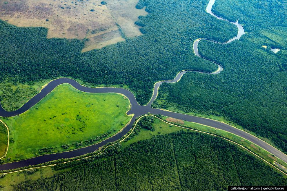 Пересечение реки Ржевки с Головкинским и Немонинским каналами в Калининградской области.