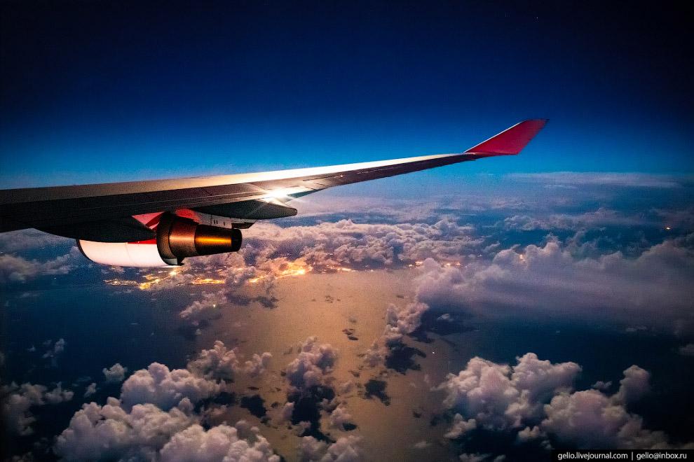 Крыло Boeing-747, одного из самых больших пассажирских лайнеров.