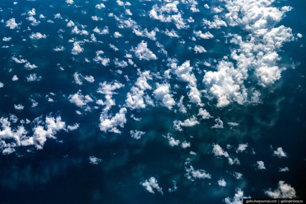 Отражение облаков в Тихом океане.