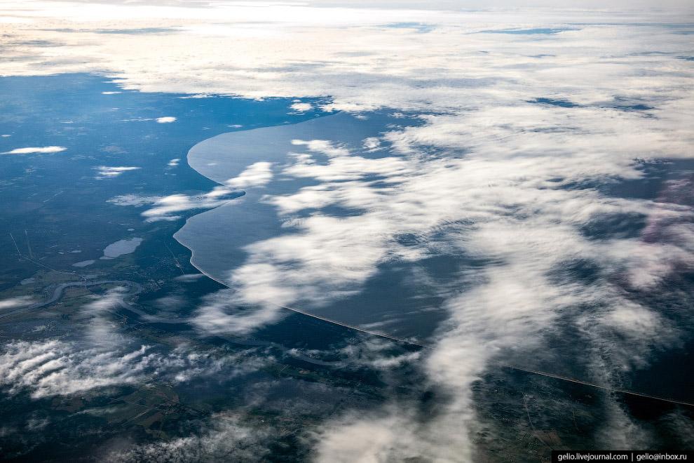 Берег Куршского залива на юго-востоке Балтийского моря. Вдоль акватории залива проходит российско-литовская граница.
