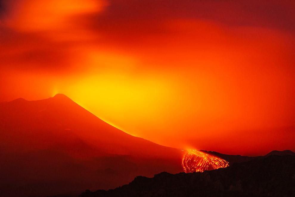Italy Volcano Erupts