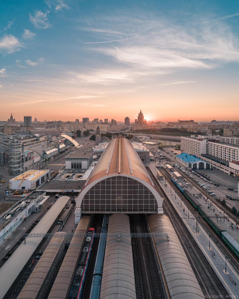 Шуховский дебаркадер Киевского вокзала.