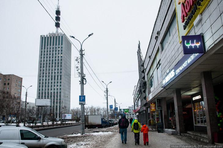 Самый центр – Воскресенская улица и небоскрёб на площади Ленина.