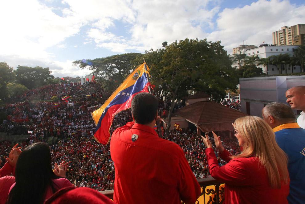 Николас Мадуро и митинг в его поддержку