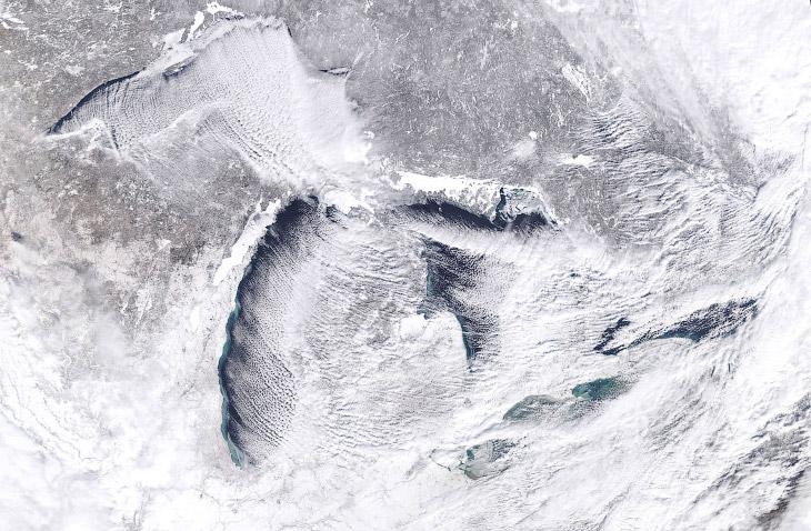 Спутниковый снимок района Великих озер и арктического циклона над ними