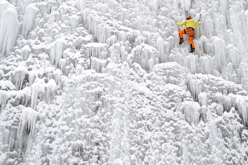 APTOPIX Czech Republic Ice Wall