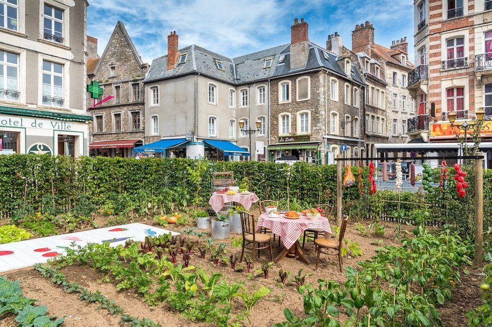 огород прямо в городе Булонь-сюр-Мер, Франция