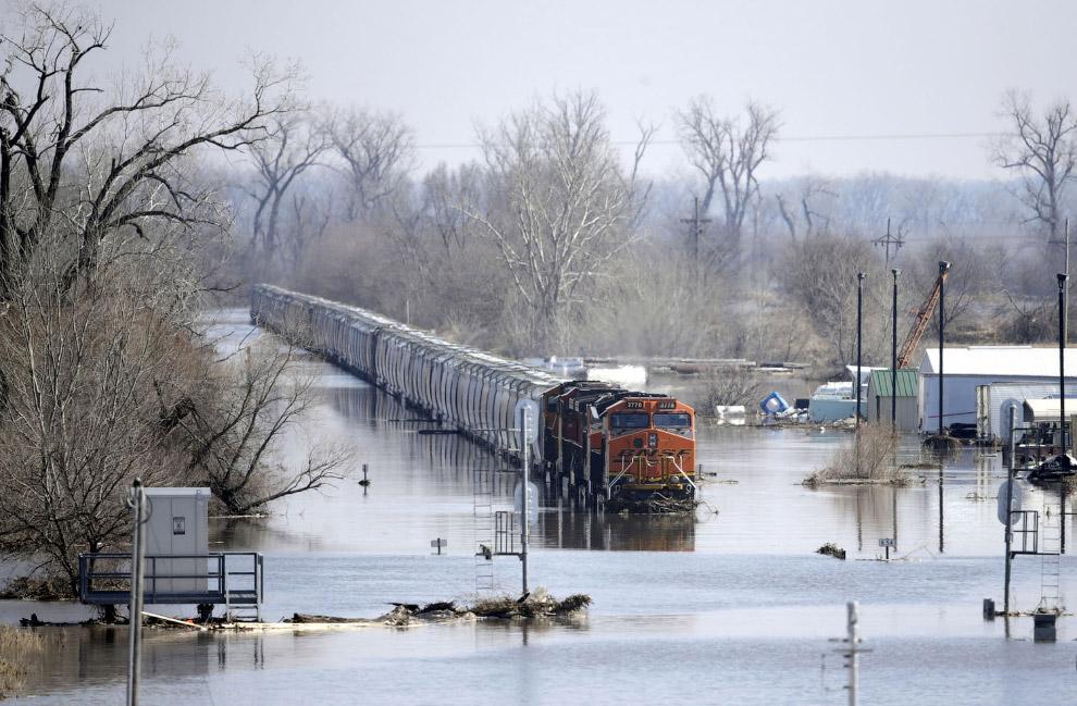 затоплений поїзд