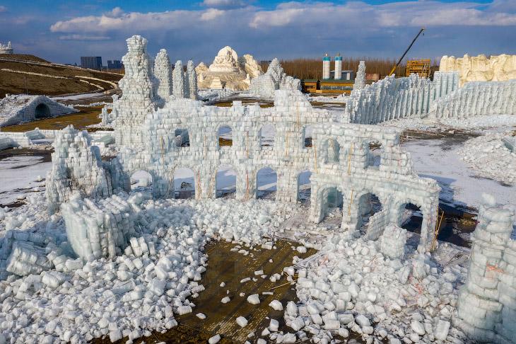 Как рушатся города ледяных скульптур в Харбине