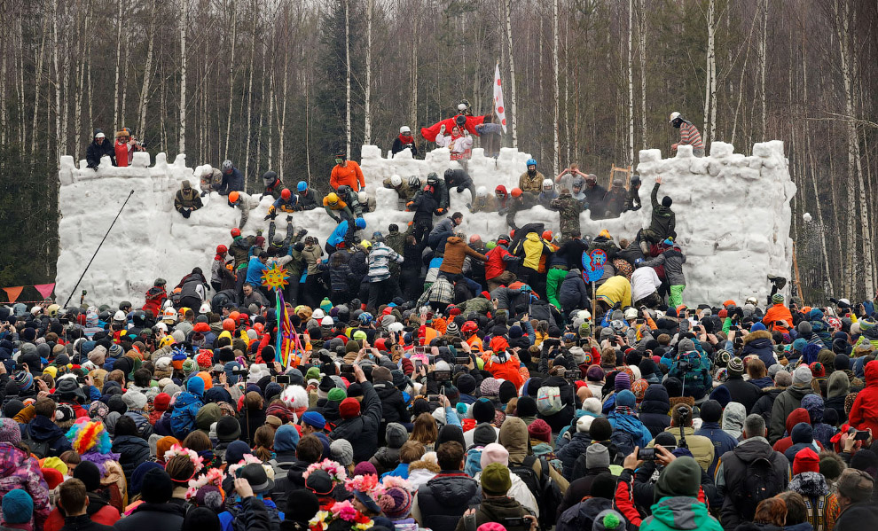 Штурм снежной крепости в Подмосковье