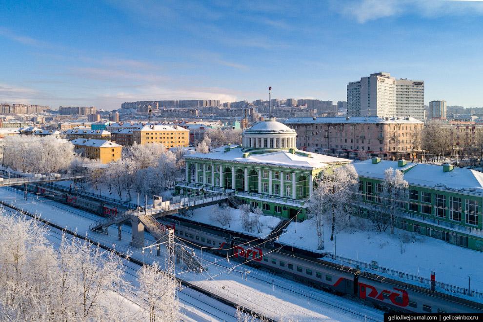 Современное здание мурманского вокзала